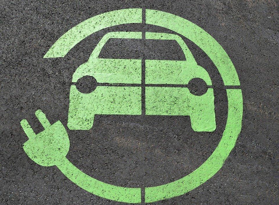 ما الذي تريد ان تعرفه عن السيارات الكهربائية